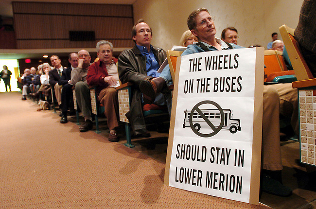 Carolyn Sutton, with sign, listens to the Lower Merion School District board meeting Monday, March, 7, 2005 in Lower Merion, Pa. (The Philadelphia Daily News/Bradley C Bower)