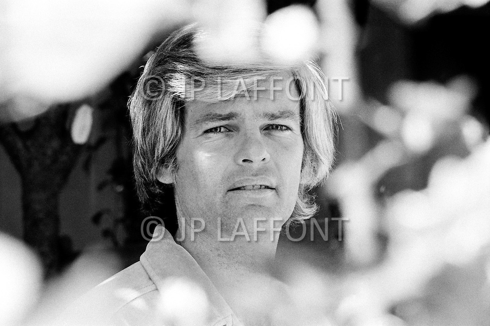 May 1972, Hollywood, Los Angeles, California, USA. American singer and actor Dean Reed, photographed during an outdoor photo session, was unknown in his native country but enjoyed tremendous success in South America, East Germany, and the Soviet Union. He carved out a career acting in spaghetti Westerns but he lamented his anonymity in the USA in a song written for him, Nobody Knows Me Back in My Hometown.