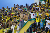 FLORIDABLANCA -COLOMBIA-8-MAYO-2016.a contra Envigado FC.Acción de juego entre el Bucaramanga     con el Envigado FC  durante partido por la fecha 17 de Liga Águila I 2016 jugado en el estadio Alvaro Gómez Hurtado./ Fans of Bucaramanga against Envigado FC. Actions gam between  Bucaramanga and  Envigado FC during the match for the date 17 of the Aguila League I 2016 played Alvaro Gomez Hurtado . Photo: VizzorImage / Duncan Bustamante / Contribuidor