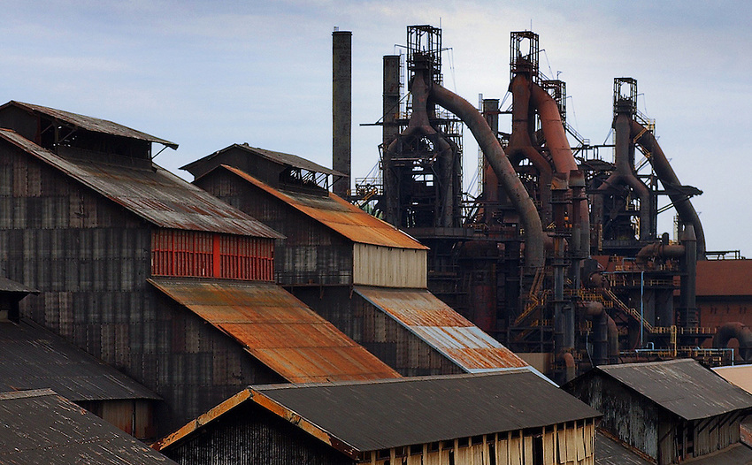 """STEEL:  BETHLEHEM PLANT :  Standing on the Minsi trail bridge the """"internal Repair and Fabricating SHop are seen. At right are blast forunace C, D, E. ( CHUCK ZOVKO / TMC)"""