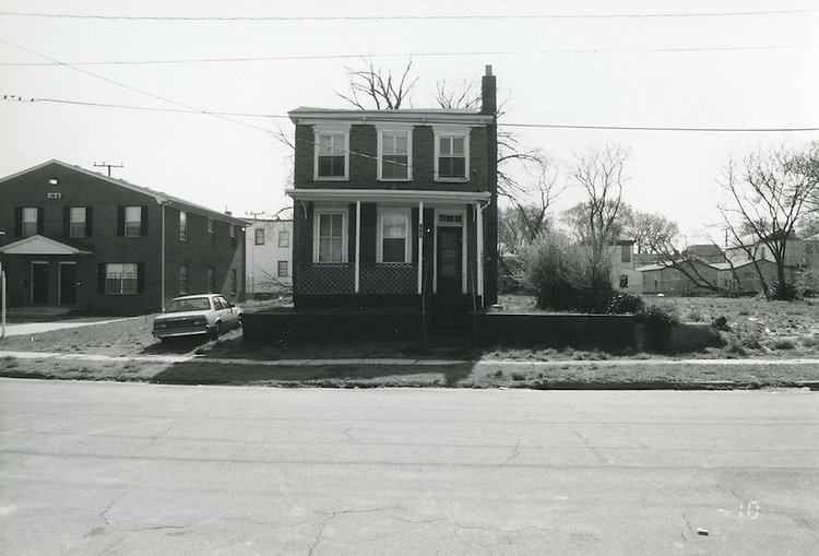 1994 April 01..Conservation.Central Brambleton.Street Study Maltby Avenue..Vacant lot between 726 & 736 Maltby Avenue (East Side)....NEG#.NRHA#.04/94  CONSERV: CBramb  2  20:10  10..
