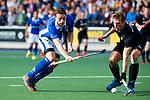 UTRECHT - Ties Ceulemans (Kampong) met Floris van der Linden (HGC) tijdens de hoofdklasse  hockeywedstrijd heren, Kampong-HGC (3-3) . COPYRIGHT KOEN SUYK