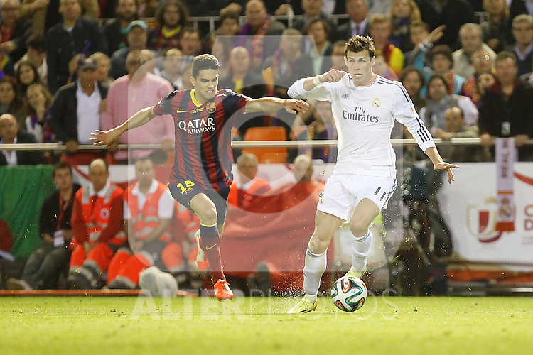 Real Madrid´s Gareth Bale (R) and F.C. Barcelona´s Bartra during the Spanish Copa del Rey `King´s Cup´ final soccer match between Real Madrid and F.C. Barcelona at Mestalla stadium, in Valencia, Spain. April 16, 2014. (ALTERPHOTOS/Victor Blanco)
