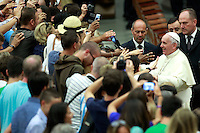 Papa Francesco tiene l'udienza generale del mercoledi' in Aula Paolo VI, Citta' del Vaticano, 6 agosto 2014.<br /> Pope Francis attends his weekly general audience in the Paul VI hall at the Vatican, 6 August 2014.<br /> UPDATE IMAGES PRESS/Isabella Bonotto<br /> <br /> STRICTLY ONLY FOR EDITORIAL USE