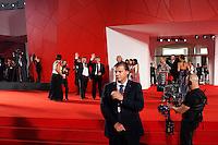 Venezia: il regista di Faust Aleksandr Sokurov (destra) con il produttore Andrey Sigle salutano durante il red carpet della sessantottesima edizione della mostra del cinema di Venezia