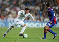 FUSSBALL   CHAMPIONS LEAGUE   SAISON 2011/2012  Achtelfinale Rueckspiel 14.03.2012 Real Madrid  - ZSKA Moskau  Mesut Oezil (li, Real Madrid) gegen Georgi Schennikov (ZSKA Moskau)