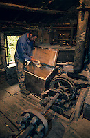 Europe/France/Corse/2B/Haute-Corse/Cap Corse/Hameau de Terre Rosse: Moulin de Cagnano - Moulin à farine de châtaigne - Monsieur Scartabelli meunier