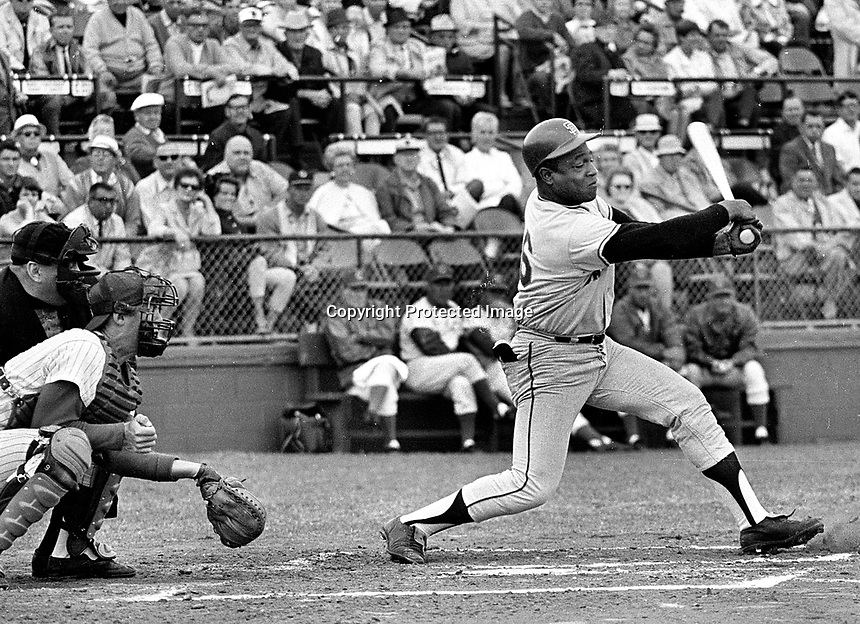 San Francisco Giants Jim Ray Hart swinging..at Sprint Training game in Arizona. (1968 photo/Ron Riesterer)