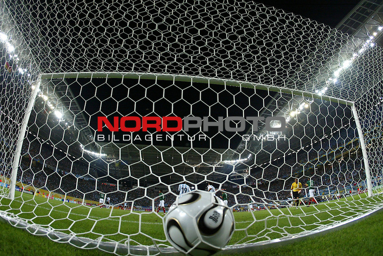 FIFA WM 2006 - Round Of Sixteen / Achtelfinale<br /> Play #50 (24-Jun) - Argentina vs Mexico.<br /> The ball in the net of goalkeeper Oswaldo Sanchez (unseen)  from Mexico after offset during the match of the World Cup in Leipzig, which Mexico lost by 1-2.<br /> Foto &copy; nordphoto