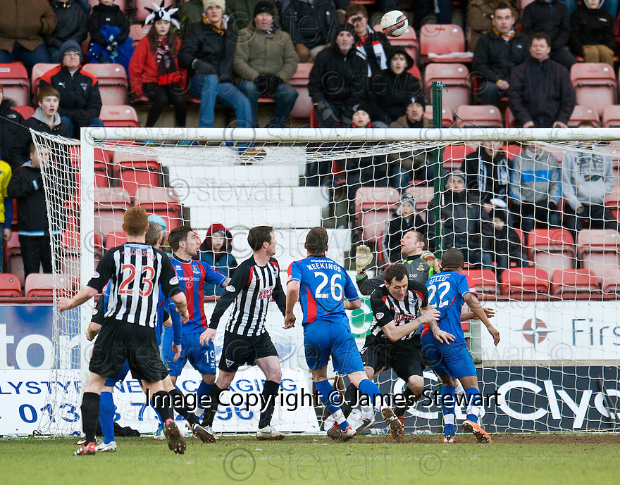 PARS LIAM BUCHANAN (HIDDEN BY PARS RYAN THOMSON 23) HEADS OVER THE BAR LATE IN THE GAME