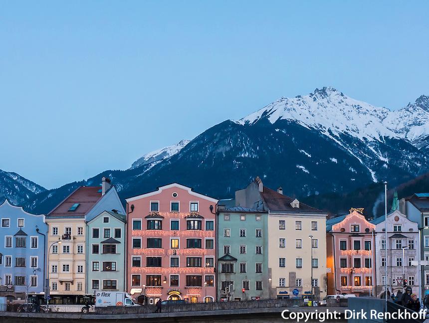 Inn-Ufer, Stadtteil Mariahilf und Karwendel-Gebirge, Innsbruck, Tirol, Österreich