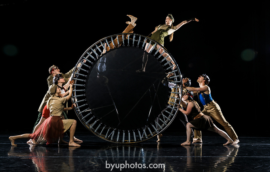 _RE_4164<br /> <br /> 1704-28 Contemporary Dance Photoday<br /> <br /> April 17, 2017<br /> <br /> Photography by Nate Edwards/BYU<br /> <br /> &copy; BYU PHOTO 2016<br /> All Rights Reserved<br /> photo@byu.edu  (801)422-7322