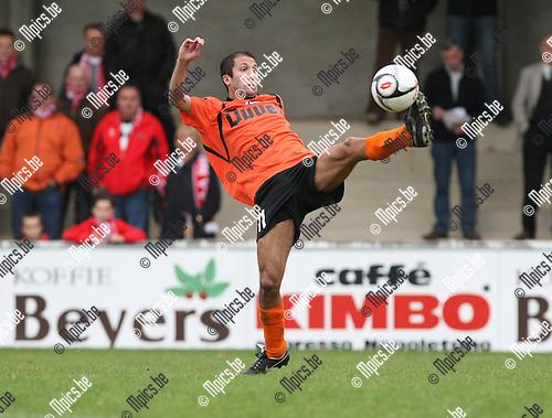 2009-10-18 / Voetbal / seizoen 2009-2010 / Willebroek-Meerhof - Hoogstraten VV / Murat Kocak..Foto: mpics