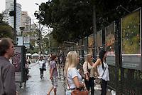 BELO HORIZONTE-MG-15.09.2013-Primeira virada cultural de Belo Horizonte- Exposição de fotoas A terra vista do ceu ( fotos de Yann Arthus Bertrand) nas grades do parque municipal ,domingo,15-(Foto: Sergio Falci / Brazil Photo Press)