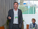 BUSSUM -   Dr. Roger Hawkes (IGF) met Janke van der Werf (NGF)   Nationaal Golf Congres & Beurs. COPYRIGHT KOEN SUYK