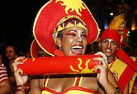 Legenda: RECIFE, PE, 05.02.2016 - CARNAVAL-PE- Integrantes do Maracatus durante a abertura do Carnaval de Recife sob o comando de Naná Vasconcelos, na noite desta sexta-feira,05.(Foto: Jean Nunes/Brazil Photo Press)