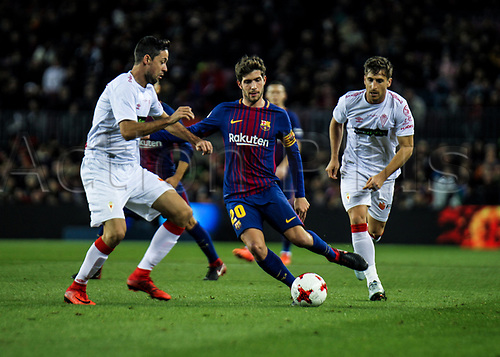 29th November 2017, Camp Nou, Barcelona, Spain; Copa Del Rey, Barcelona versus Real Murcia; Sergi Roberto (m) pressed by two Real Murcia players