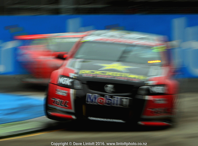 Garth Tander takes the hairpin during race one. V8 Supercars - ITM 400 day two at Hamilton Street Circuit, Hamilton, New Zealand on Saturday, 16 April 2011. Photo: Dave Lintott / lintottphoto.co.nz