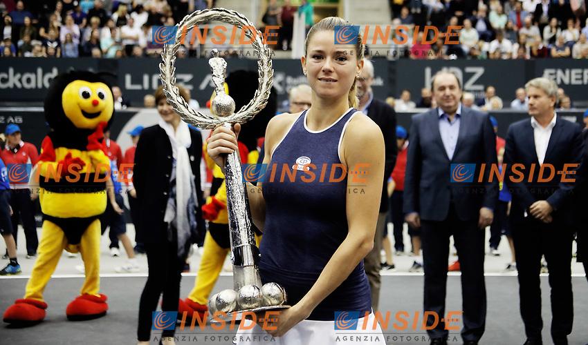 Camila Giorgi vincitrice del torneo di Linz con il trofeo <br /> LINZ,AUSTRIA,14.OCT.18 - TENNIS - WTA Tour, Upper Austria Ladies Linz. Image shows Camila Giorgi (ITA). Photo: GEPA pictures/ Matthias Hauer/Insidefoto