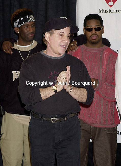 Paul Simon during the presentation of the MusiCares 2001 , Century Plaza In Los Angeles. Feb 19, 2001<br />           -            SimonPaulBoyzIIMen`01A.jpg