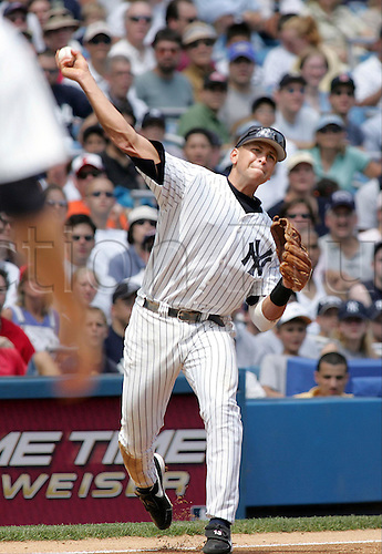 31 July 2004: Yankees Alex Rodriguez throws the ball to put out Orioles Melvin Mora in the third inning at the Stadium. Photo: Jeff Zelevansky/Icon/actionplus...Baseball Major League MLB National League