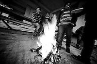 Ouvriers syriennes arabes embauchés sur les chantiers de construction de la ville nouvelle de Mardin.