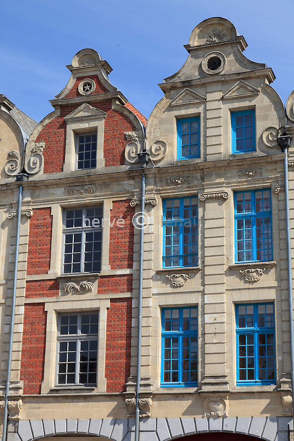 France, Pas-de-Calais (62), Arras, façades des maisons de la Place des Héros // France, Pas de Calais, Arras, facades of the houses of the Place des Heros (Square of the Heroes)