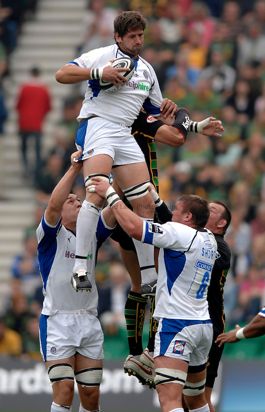 Photo: Richard Lane..Northampton Saints v Bath Rugby. Guinness Premiership. 16/09/2006. .Bath's Rob Fidler wins a lineout.
