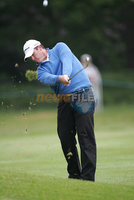 Marcus Fraser takes his 2nd shot on the 6th hole during the 3rd round of the BMW PGA Championship at Wentworth Club, Surrey, England 26th may 2007 (Photo by Eoin Clarke/NEWSFILE)