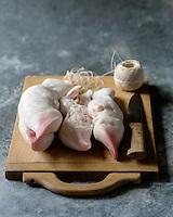 Gastronomie, pieds de veau  // Gastronomy ,  veal trotters - Stylisme : Valérie LHOMME