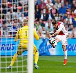 Nederland, Amsterdam, 13 september 2014<br /> Eredivisie<br /> Seizoen 2014-2015<br /> Ajax-Heracles<br /> Lasse Schone (r.) van Ajax schiet en bal tegen de binnenkant van de paal.