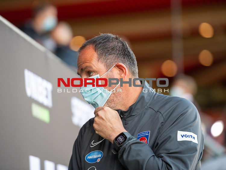 Frank Schmidt, Trainer (FC Heidenheim),<br /> <br /> GER, FC Heidenheim vs. Werder Bremen, Fussball, Bundesliga Religation, 2019/2020, 06.07.2020,<br /> <br /> DFB/DFL regulations prohibit any use of photographs as image sequences and/or quasi-video., <br /> <br /> <br /> Foto: EIBNER/Sascha Walther/Pool/gumzmedia/nordphoto