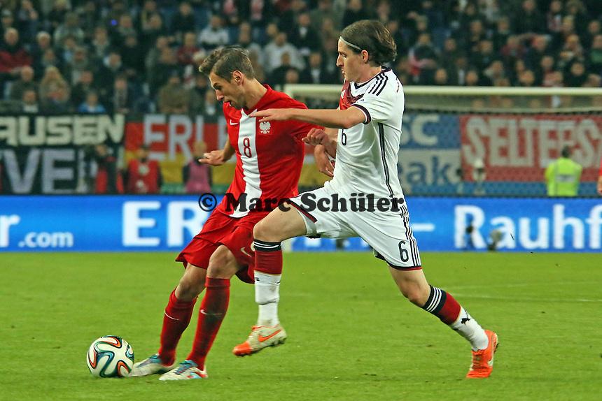 Sebastian Rudy (D) gegen Gregorz  Krychowiak (PL) - Deutschland vs. Polen, WM-Vorbereitung Testspiel, Imtech Arena Hamburg