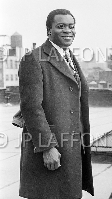 June1972, Manhattan, New York City, New York State, USA --- American Actor Yaphet Kotto as Lt. Pope Mattelli on the roofs of Harlem in Across 110th Street, directed by Barry Shear. --- Image by © JP Laffont