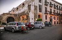 Palermo: Fonderia Square at the Cala, still visible marks of the bombings the Second World War.<br /> Palermo:Piazza della Fonderia alla Cala, sono visibili ancora i segni dei bombardamenti della seconda guerra mondiale.