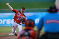 Barry Enright pitcher abridor por naranjeros  ,durante  el tercer juego de la serie de el partido  Naranjeros de Hermosillo vs venados de Mazatlan Sonora en el Estadio Sonora.  10 noviembre 2013.Liga Mexicana del Pacifico (MLP)