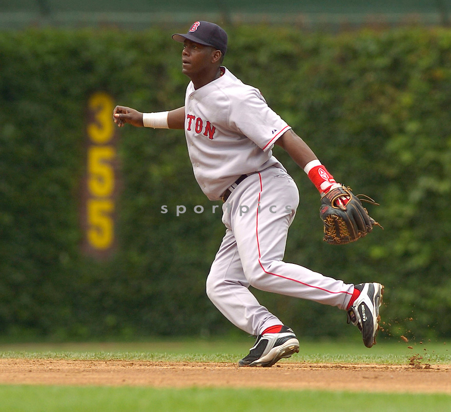 Edgar Renteria during the Boston Red Sox v. Chicago Cubs game on June 10, 1005..Cubs win 14-6..David Durochik / SportPics