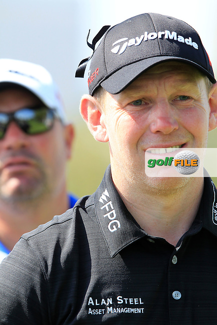 Stephen GALLACHER (SCO) on the 1st tee during Sunday's Final Round of the 2015 Omega Dubai Desert Classic held at the Emirates Golf Club, Dubai, UAE.: Picture Fran Caffrey, www.golffile.ie: 2/1/2015