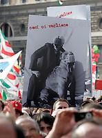 """Manifestazione per la liberta' di informazione, in Piazza del Popolo, Roma, 3 ottobre 2009..Demonstrators hold signs depicting a man and a dog gagged and reading """"they want us in this way"""" during a rally for media freedom in Rome's Piazza del Popolo, 3 october 2009..UPDATE IMAGES PRESS/Riccardo De Luca"""