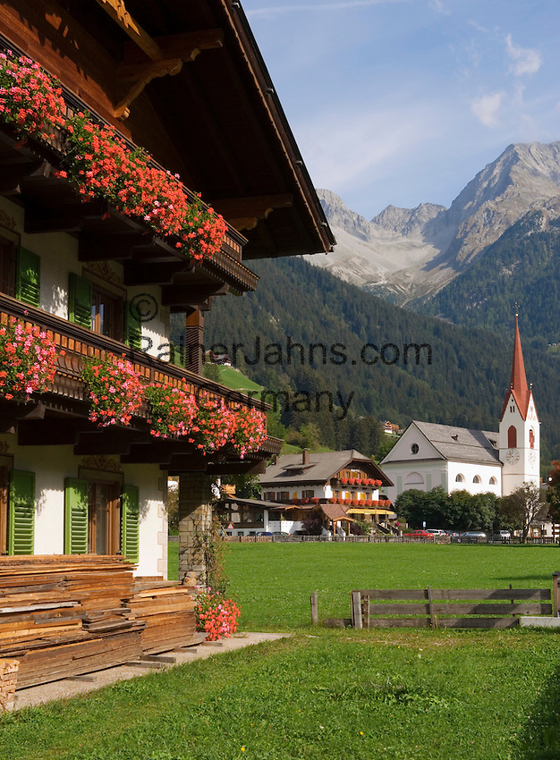 Italy, South Tyrol, Valle di Anterselva, Anterselva di Mezzo: village and Vedrette di Ries mountains
