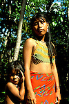 Panama: Native People..Photo copyright Lee Foster, 510/549-2202, lee@fostertravel.com, www.fostertravel.com..Photo #: caribb108