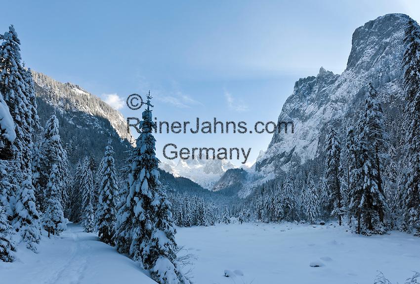 Austria, Upper Austria, Salzkammergut, Gosau: winter scenery at Gosau Lake with Dachstein mountains and summit Hoher Dachstein | Oesterreich, Oberoesterreich, Salzkammergut, Gosau: Winterlandschaft am Gosausee mit Dachsteingruppe und Hoher Dachstein