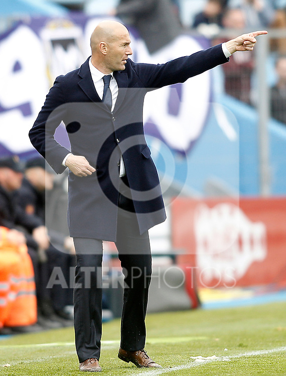 Real Madrid's coach Zinedine Zidane during La Liga match. April 16,2016. (ALTERPHOTOS/Acero)