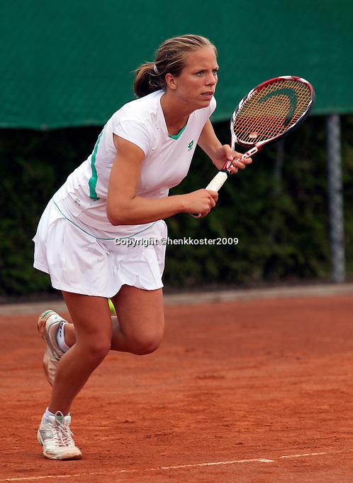12-8-09, Den Bosch,Nationale Tennis Kampioenschappen, 1e ronde,  Nicolette van Uitert