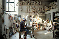 - artisan laboratory for the artistic workmanship of the marble....- laboratorio artigiano per la lavorazione artistica del marmo