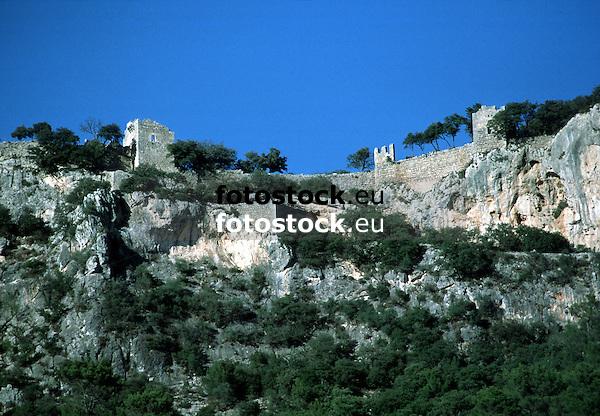 Castle ruin of Alaro<br /> <br /> ruina del Castillo de Alaró (cat.: Castell d'Alaró)<br /> <br /> Burgruine von Alaró<br /> <br /> 2529 x 1756 px<br /> 150 dpi: 42,82 x 29,73 xm<br /> 300 dpi: 21,41 x 14,87 cm<br /> Original: 35 mm slide transparency