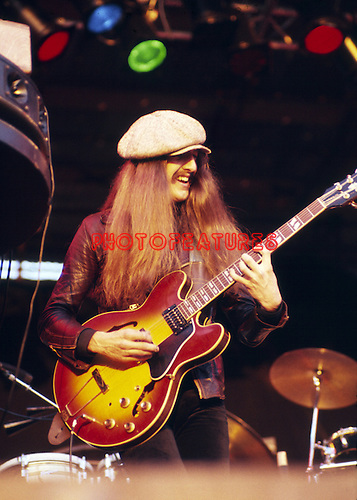 Doobie Brothers 1977 Pat Simmons at Reading Festival