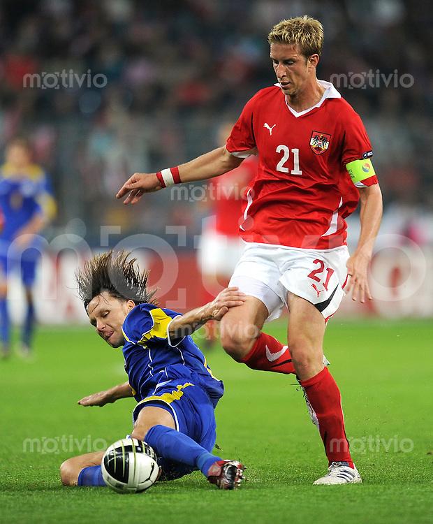 FUSSBALL INTERNATIONAL  EM 2012 - Qualifikation  SAISON 2010/2011    Oesterreich - Kasachstan      07.09.2010 Alexey Popov (li, Kasachstan) gegen Marc JANKO (re, Oesterreich)