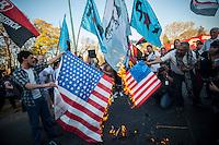 BUENOS AIRES, ARGENTINA, 10.09.2013 - PROTESTO CONTRA INVASÃO DA SIRIA - Manifestantes realizam ato na embaixada dos Estados Unidos em Buenos Aires, contra invasão da Siria, ato na capital da Argentina nesta terça-feira, 10 (Foto: Juani Roncoroni / Brazil Photo Press).
