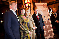The Netherlands, Amsterdam, 18 November 2011. The International Documentary Film Festival Amsterdam 2011. Premiere The Sound of the Bandoneón; from left: Prince Willem Alexander, Prince of Orange, festivaldirector Ally Derks, Princess Máxima of the Netherlands and staff Pathe Theatres at Tuschinski Theatre. Photo: 31pictures.nl / (c) 2011, www.31pictures.nl